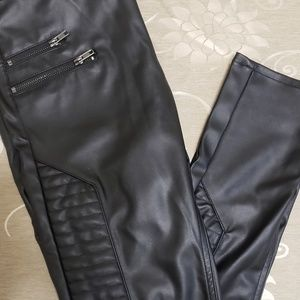 Divided faux leather Mid waist